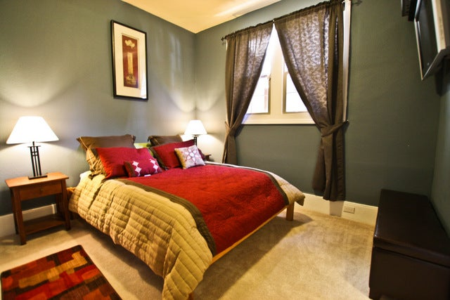 furnished 2 bedroom apartment at 24th st  hampshire st