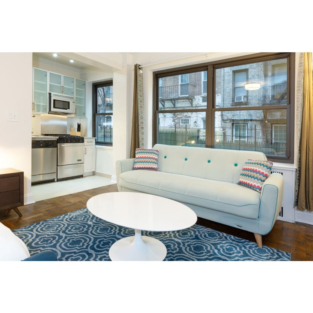 1 Bedroom Apartment In New York: Furnished 1 Bedroom Apartment At E 52nd St & 1st Ave For