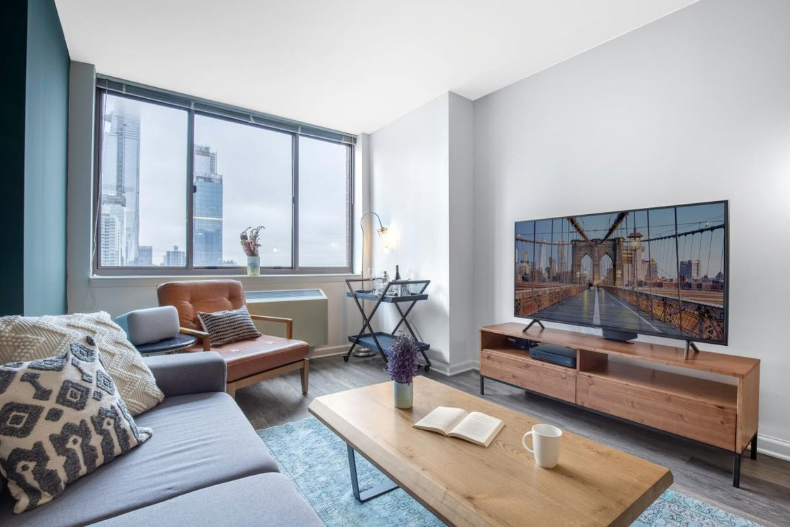 Comfy 1br W Gym Doorman Near Times Square For 196 Night Come
