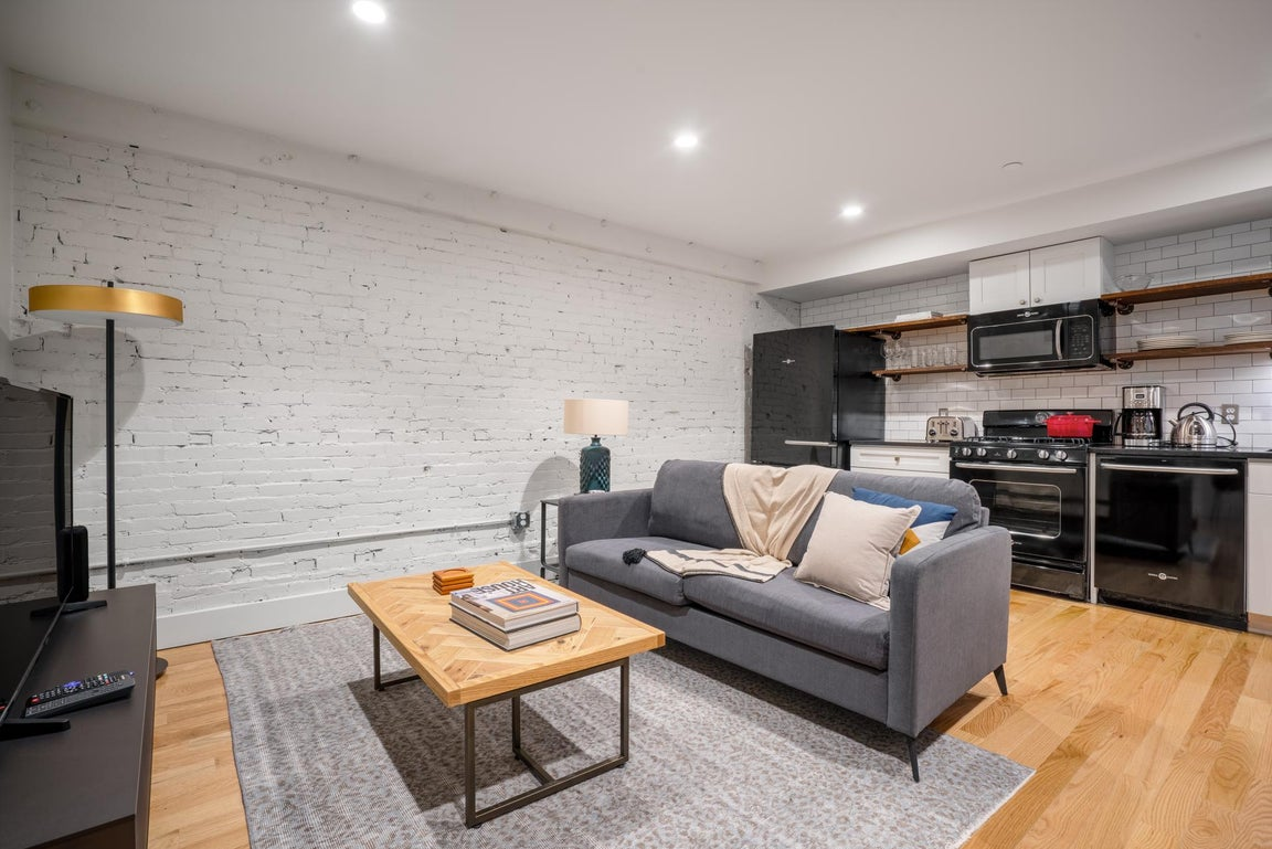 Walkable North End 2BR w/ W/D near Quincy Market for $192 ...
